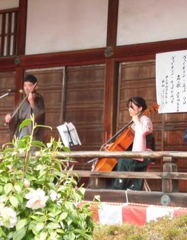 佐渡文彦毘沙門桜観コンサート511x635.jpg